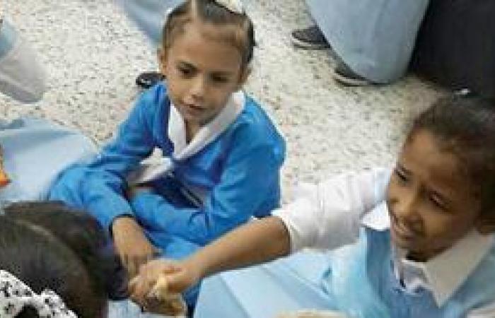 آسنة وحشرات تطارد طالبات روضة وابتدائية