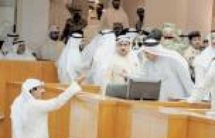 الناخبون الكويتيون يدلون بأصواتهم في انتخابات المجلس البلدي