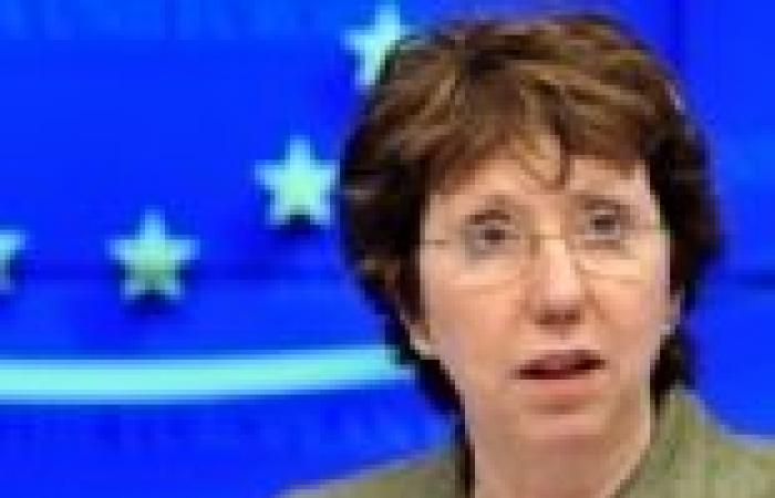 كاثرين آشتون تثني على جهود الحكومة الليبية لتثبيت الأمن والاستقرار
