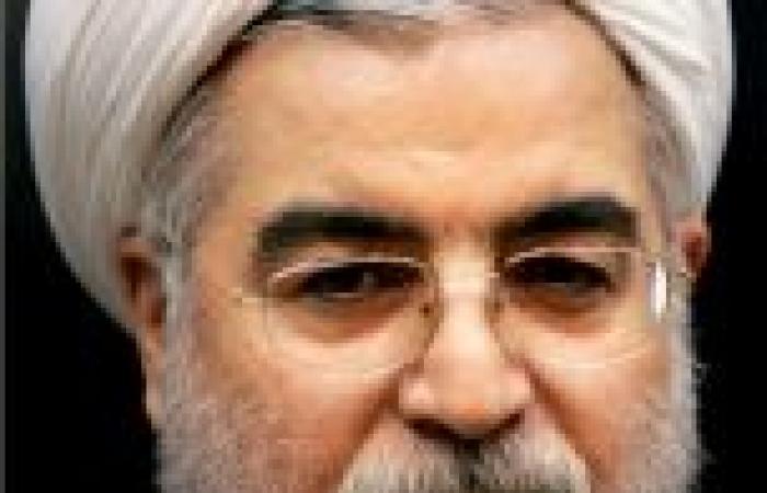 شاب غاضب يقذف سيارة الرئيس الإيراني بالحذاء بعد عودته من نيويورك