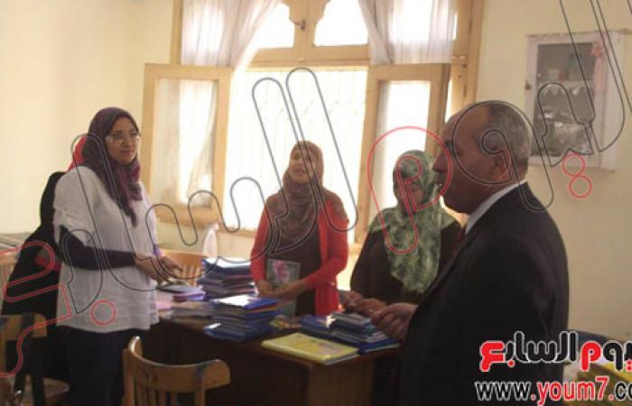 بالصور.. رئيس حى حلوان يتفقد المدارس للاطمئنان على العملية التعليمية