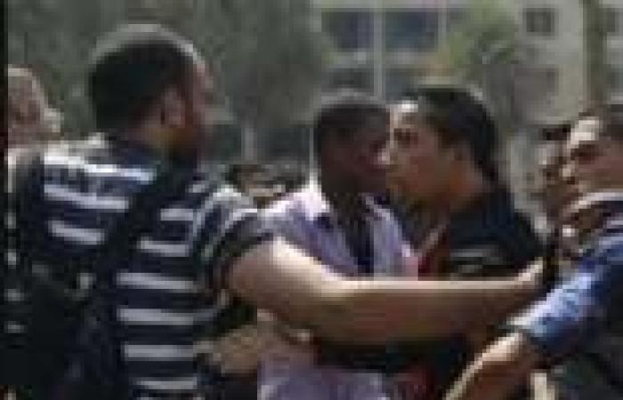 اشتباكات بين طلاب مدارس الفشن أثناء مظاهرات لتأييد السيسي ومرسي ببني سويف