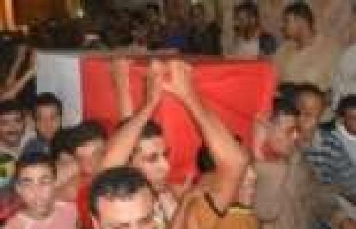 الآلاف يشيعون جثمان أحد شهداء الفيوم قتل على يد إرهابيين بسيناء