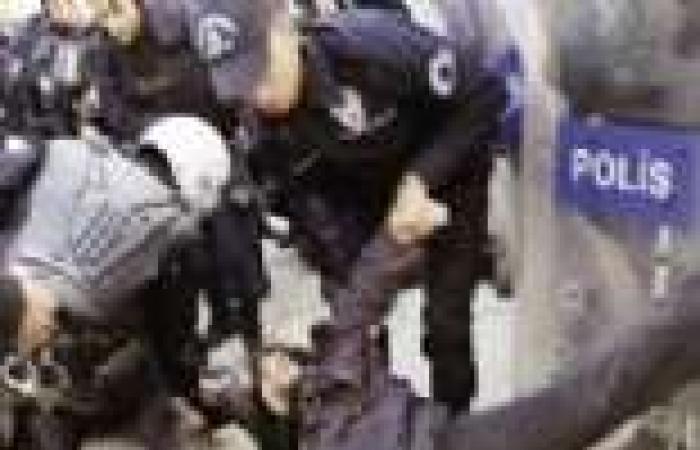 الشرطة التركية تطارد المتظاهرين ضد «أردوغان» بالخراطيم والهراوات