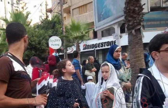 """""""الدستور"""" يوزع هدايا وأعلامًا على الأطفال بعيد الأضحى بالإسكندرية"""
