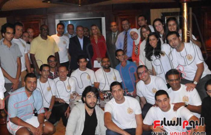 محافظ أسوان يلتقى أوائل الخريجين وأساتذة الأكاديمية العربية