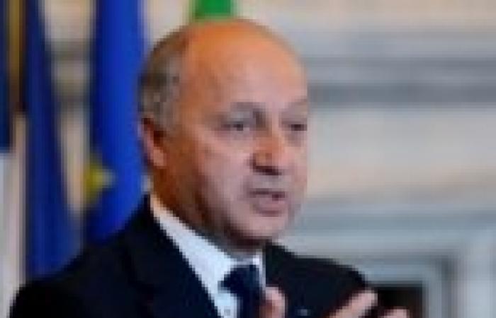 فرنسا تقول إنها تتعامل بحذر مع مقترحات إيران النووية
