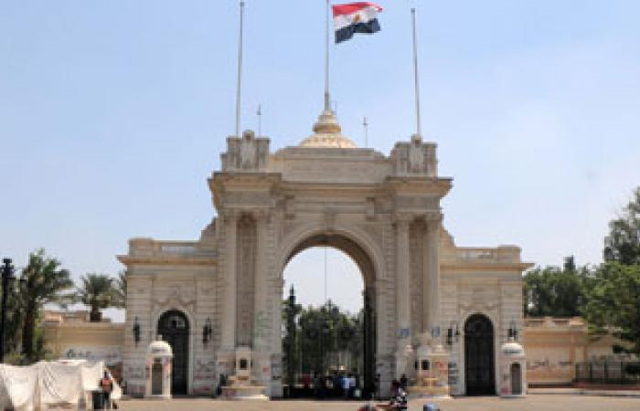 """المصريون يحتفلون بالعيد بمحيط """"قصر القبة"""" الرئاسى"""
