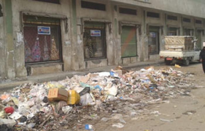 القمامة تحاصر مدخل مشرحة مستشفى ملوى العام