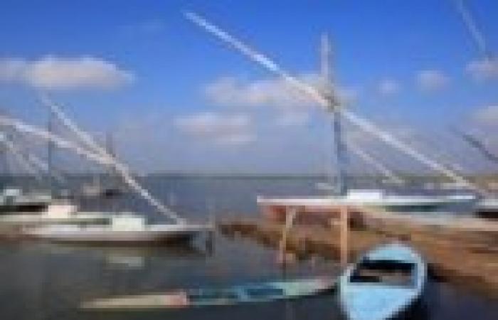 """""""نوة قاسم"""" توقف عمليات الصيد على شواطئ البرلس بسبب سرعة الرياح"""