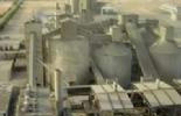 """شركات الأسمنت تتجه لاستخدام الفحم في تشغيل المصانع.. و""""البيئة"""" تدرس مخاطره"""