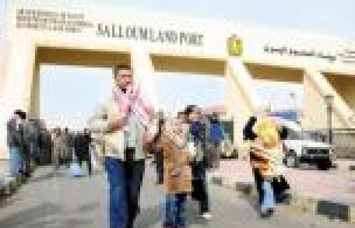 مصدر بـ«منفذ السلوم»: المعبر مفتوح مع تطبيق قرار حظر سفر المصريين إلى ليبيا