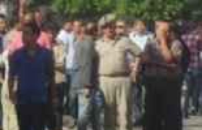 """طلاب """"الإخوان"""" يستفزون الشرطة ويخرجون بمظاهرة خارج حرم جامعة المنصورة"""