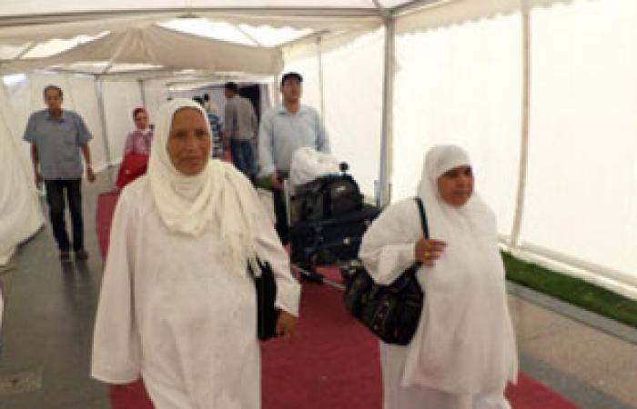 مطار القاهرة يستقبل 385 فلسطينيًا بعد أدائهم مناسك الحج