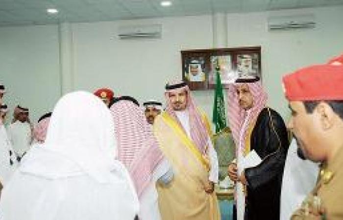 أمير الجوف يستقبل موظفي الإمارة والمواطنين المهنئين بالعيد