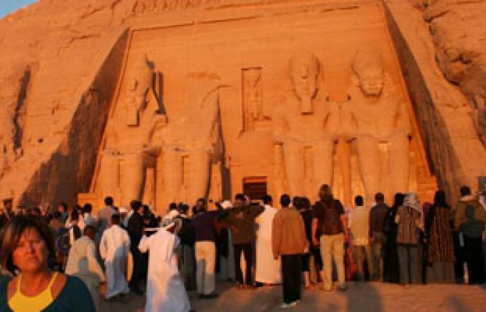 ساعات محدودة على ظاهرة تعامد الشمس على وجه تمثال رمسيس بأبوسمبل