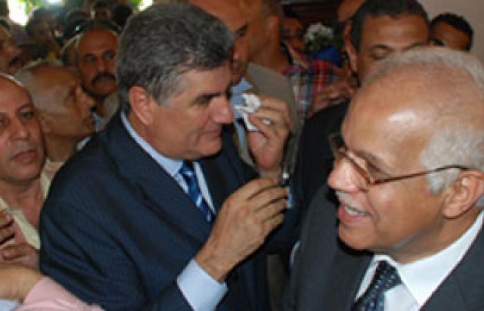 محافظ القاهرة: 10آلاف جنيه غرامة للسيارات لإلقاء القمامة بالشوارع