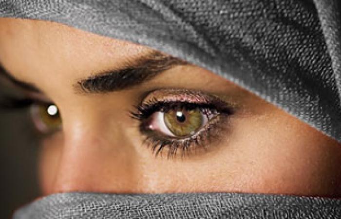 العيون الغامقة أكثر عرضة للإصابة بزرق العين