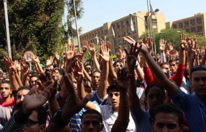 """مسيرة بالمزامير لحركة """"بالطو حر"""" حول مبنى صيدلة """"عين شمس"""""""