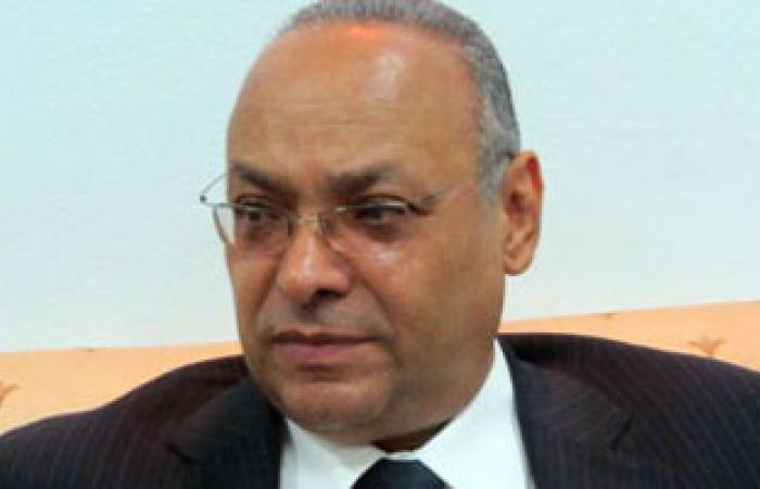 2000 جنيه من محافظ بنى سويف لأسرة تلميذ توفى بسبب الحمى الشوكية