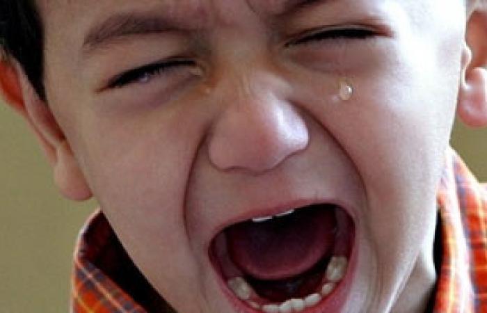 تقبيل الأطفال من الفم يسبب انتقال تسوس الأسنان عن طريق اللعاب