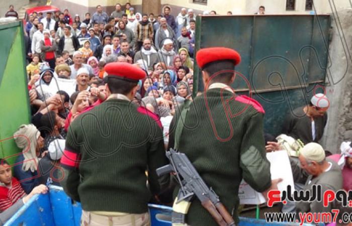 بالصور.. الجيش يوزع 2000 كرتونة مواد غذائية على أهالى دمنهور