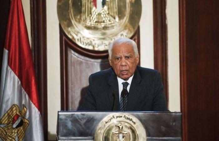 الببلاوي: الحكومة ستتصدى بحزم لأي عمل من شأنه الإخلال بالأمن أو ترويع الآمنين