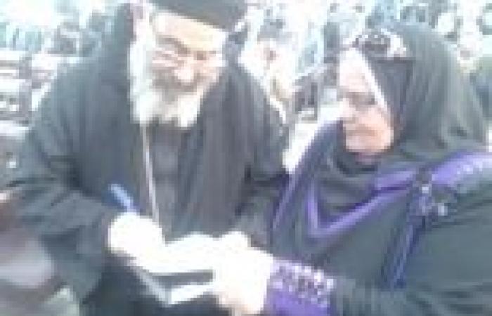 """وكيلا """"أوقاف"""" و""""مطرانية"""" كفرالشيخ يوقعان على استمارة السيسي رئيسا لمصر"""