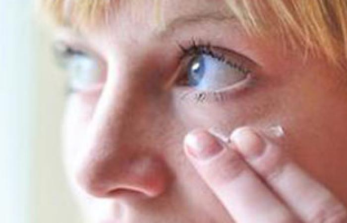 إخفاء حبوب الوجه المتهيجة بالماكياج يسبب بروزات وكرمشة بالبشرة