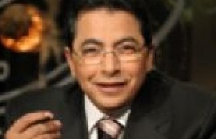"""محمود سعد: قصيدة """"الأبنودي"""" الجديدة عن الدستور والسيسي تؤكد عظمة الشعب"""