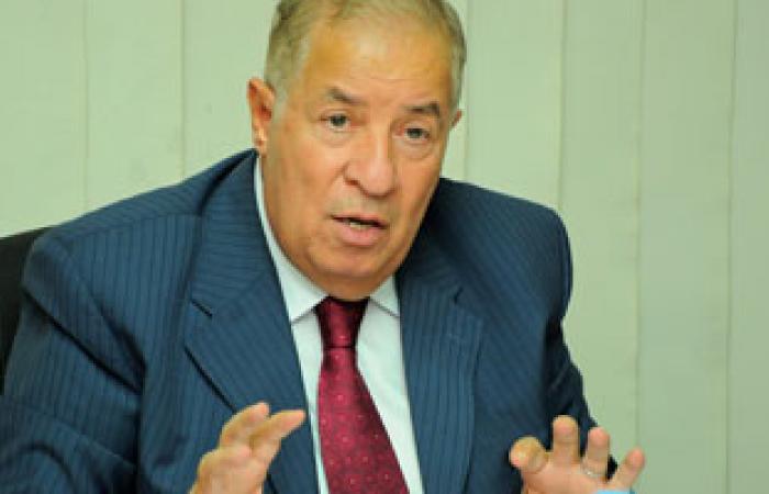 """رئيس """"جمعيات المستثمرين"""" يدلى بصوته بمصر الجديدة"""