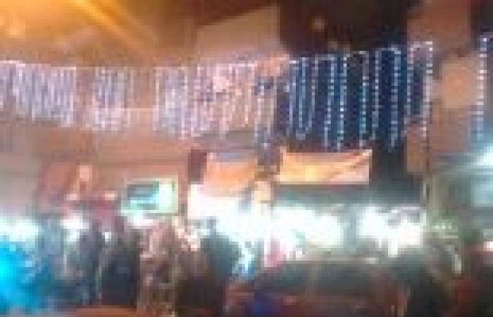 """العشرات يحتفلون بنتيجة الاستفتاء على أنغام """"تسلم اﻷيادي"""" بكفر الشيخ"""