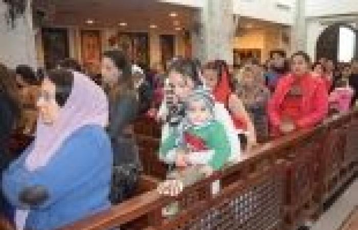 """12 كنيسة بكفر الشيخ تحتفل بـ""""الغطاس"""" وسط تشديدات أمنية وانقطاع الكهرباء"""