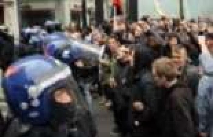 حزب «بريطانيا أولاً» يتظاهر أمام مقر الإخوان فى لندن: عودوا لبلادكم