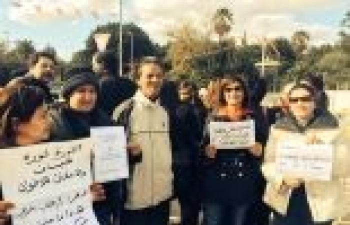 تونسيون يحتجون على الدستور أمام التأسيسي