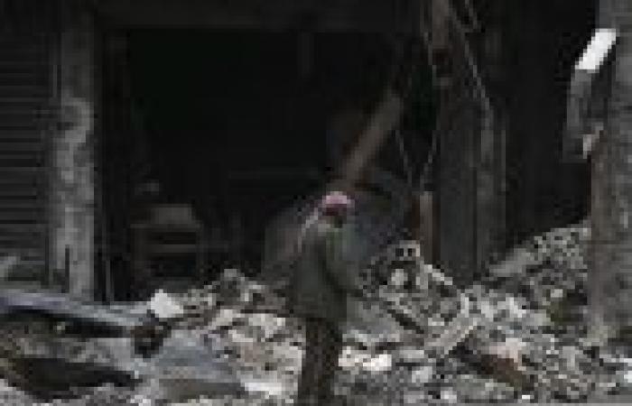 """30 قتيلا في سوريا بينهم 15 في قصف بـ""""البراميل المتفجرة"""" على ريف حلب"""