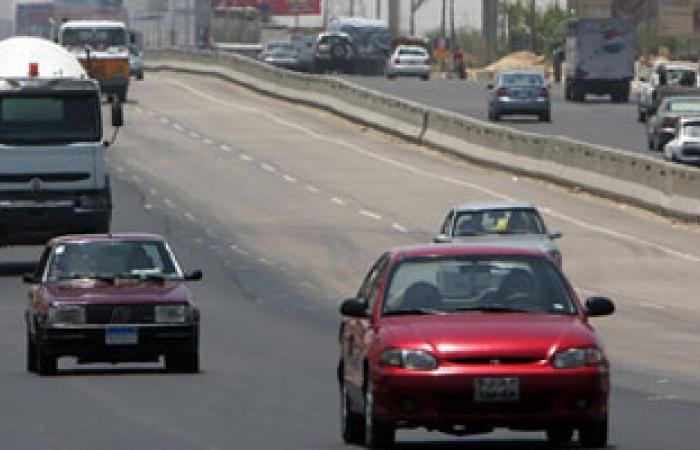 """انتظام حركة المرور بـ""""دائرى المريوطية"""" بعد إزالة حطام حادث تصادم سيارة"""