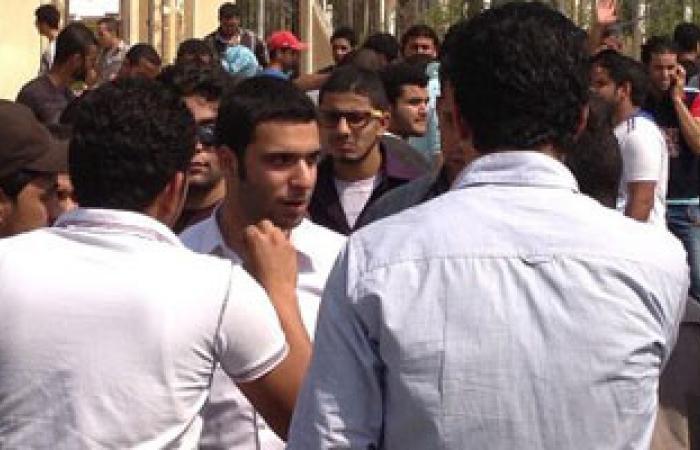 """وقفة احتجاجية لطلاب """"مصر للعلوم"""" تنديدا بتفتيش الأمن الإدارى لهم"""