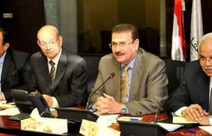 """وزير النقل يجتمع بمحافظى القاهرة والجيزة والقليوبية لتطوير """"الدائرى"""""""