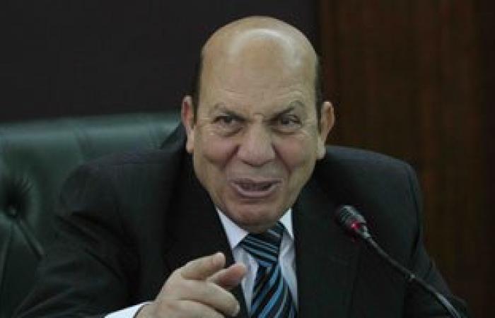 وزير التنمية المحلية يستمع لشكاوى أهالى المحلة حول انقطاع المياه