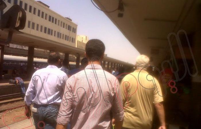 بالصور.. تكدس الركاب على أرصفة محطة مصر.. ونفاد تذاكر الحجز