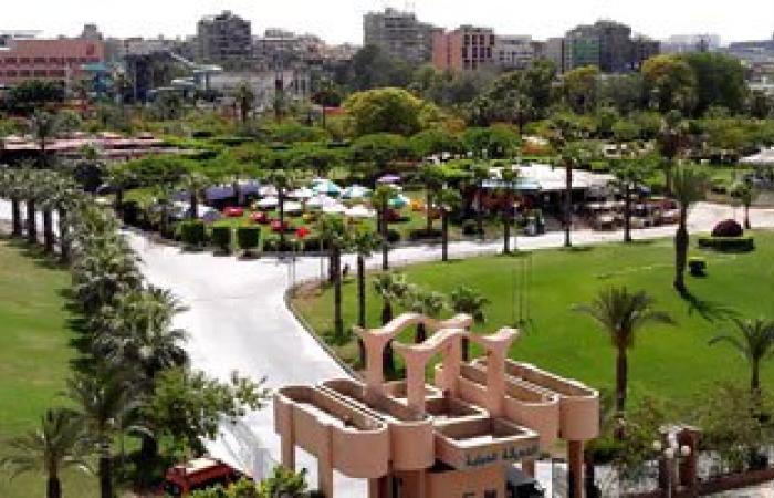 الشرطة تؤمن بوابات الحديقة الدولية وسط إقبال المواطنين بثانى أيام عيد الفطر