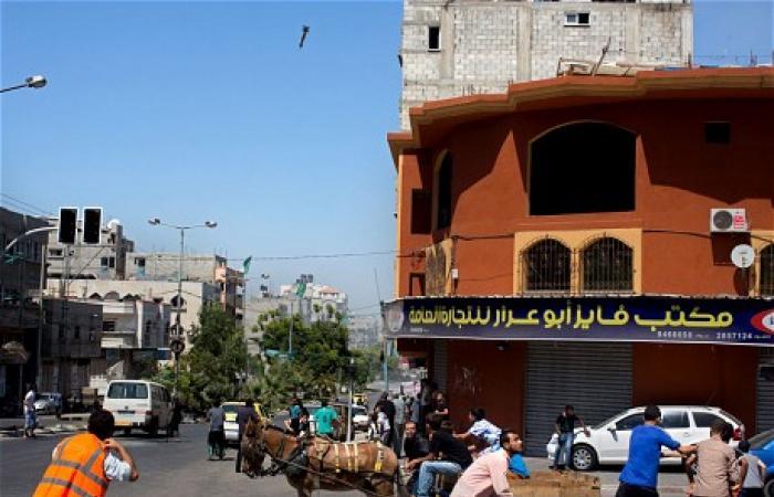 بالصور.. لحظة سقوط صاروخ إسرائيلي على حي سكني بغزة