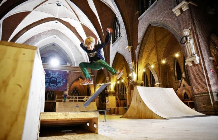 بالصور.. «كنائس للبيع» في أوروبا: دور العبادة تتحول إلى حديقة تزلج و «مدرسة سيرك»