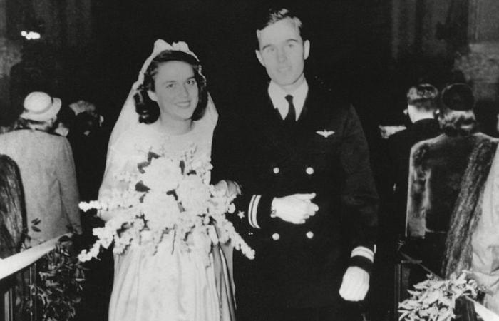 جورج بوش الأب وباربرا يحتفلان بعيد زواجهما السبعين (صور)