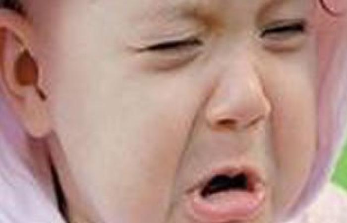 بكاء  الطفل وشعوره بالتنميل والتشنجات من علامات نقص الكالسيوم