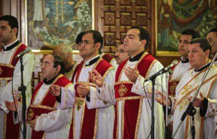 توافد أقباط كفر الشيخ إلى الكنائس لحضور قداس عيد القيامة