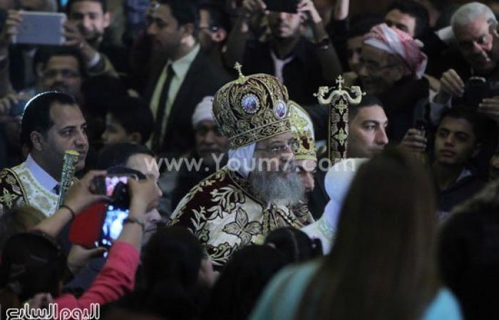 البابا تواضروس يبدأ مباركة المشاركين فى عيد القيامة المجيد