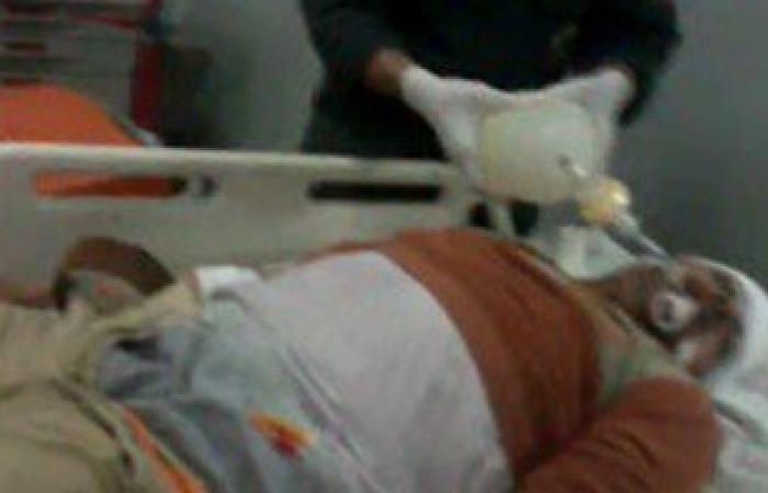 بالفيديو.. مسعف بمستشفى ببنى سويف يحاول إنقاذ حياة مريض لعدم وجود أطباء
