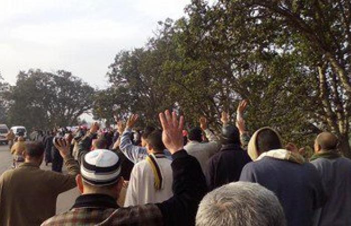 الأهالى يفرقون مسيرة إخوانية بالشوم والعصا فى قرية بالشرقية